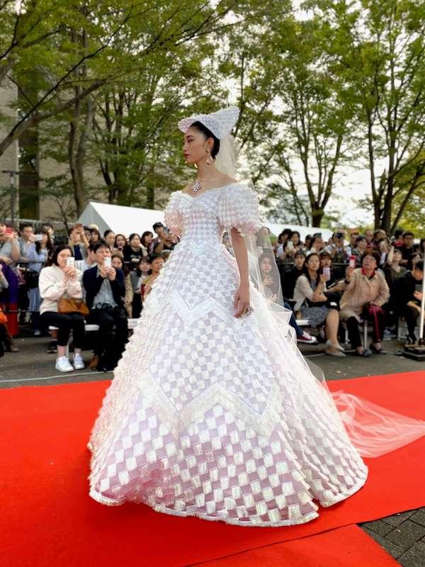 広がるドレス